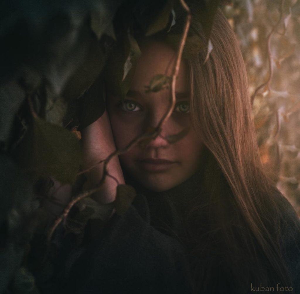 Die grünen Augen eines Mädchens fesseln