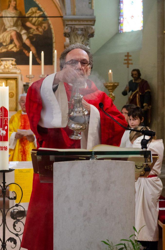 Diakon am Altar